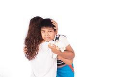 Мальчик унылый в обнимать матери Стоковые Фото