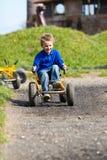 Мальчик управляя автомобилем луны Стоковое Изображение