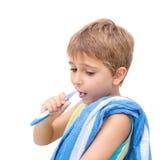 мальчик чистя его зубы щеткой Стоковое Изображение RF