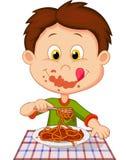 Мальчик шаржа есть спагетти Стоковые Изображения