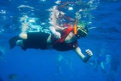 Мальчик snorkeling Стоковые Фотографии RF