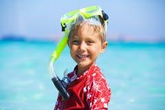 Мальчик snorkeling Стоковые Изображения RF
