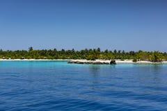Мальдивские острова Тропическое небо острова, океана и ясности голубое Стоковая Фотография RF