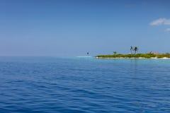 Мальдивские острова Тропическое небо острова, океана и ясности голубое Стоковое Изображение
