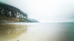 Мглистое после полудня на пляже стоковые фотографии rf