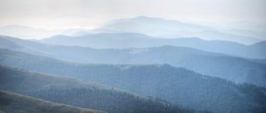 мглистые горы Стоковые Фото
