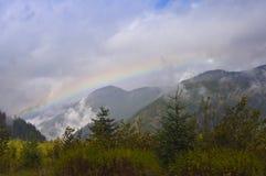 Мглистая радуга горы Стоковые Фотографии RF