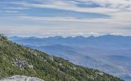 Мглистые голубые пики Adirondack высокие стоковые изображения rf