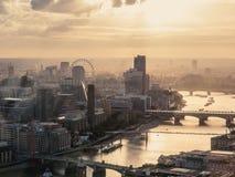Мглистый городской пейзаж Лондона сверху Стоковое Изображение