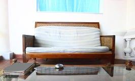 Мебель места старого французского типа низкая в интерьерах Стоковое Изображение