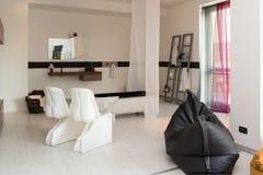Мебель в роскошных кухне и спальнях Стоковая Фотография RF