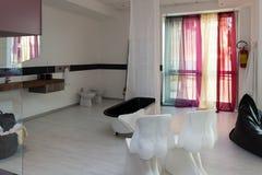 Мебель в роскошных кухне и спальнях Стоковые Фото