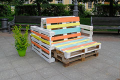 Мебель сделанная из паллета для сидеть Стоковое Изображение