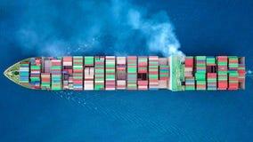Мега контейнеровоз на море стоковая фотография rf