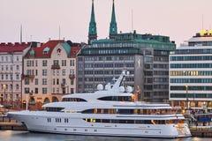 Мега яхта Avanti стоковая фотография rf