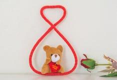 Медведи тележки в веревочке на изголовье стоковые фотографии rf