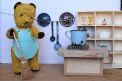 Медведь Morulet делает чистку Стоковое Изображение