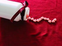 Медицина влюбленности в белой предпосылке красный цвет поднял Медицина сердца Стоковое Фото