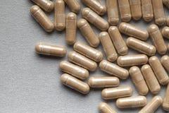Медицина - коричневые капсулы Стоковая Фотография