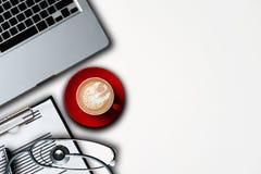 Медицинская концепция технологии Работа доктора стоковая фотография rf