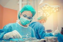 Медицинские доктор врача или команда хирургии в комнате деятельности с Стоковое Изображение RF