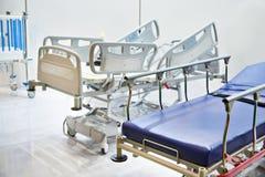 Медицинские кровати для стационарных больных Стоковое Изображение RF