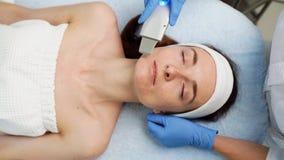 Медицинский инструмент для подмолаживания Эффективная чистка кожи сток-видео