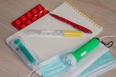Медицинский лист документации для заполнять в представлении здравоохранения стоковое изображение rf