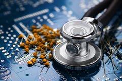 Медицинский стетоскоп и электроника стоковое фото