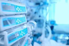 Медицинское оборудование на уходе за больным в больнице Стоковое Изображение RF