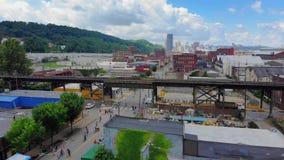 Медленная обратная воздушная устанавливая съемка Lawrenceville Пенсильвании сток-видео