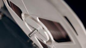 Медленный закручивая процесс катушкы ленты сток-видео