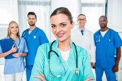 Медсестра с пересеченными оружиями Стоковая Фотография RF