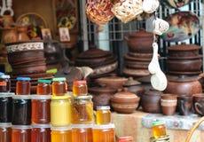 Мед в базаре стоковые изображения rf