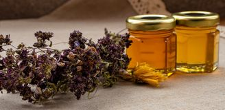 Мед от различных цветков стоковая фотография
