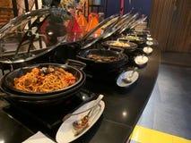 Международная предпосылка шведского стола обедающего стоковое изображение rf