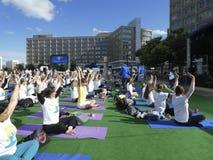 Международный день йоги в Берлине стоковое фото rf