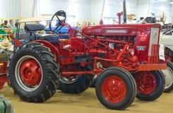 Международный трактор модели 140 Farmall Стоковое Изображение RF