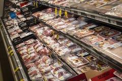 Междурядье мяса в гастрономе стоковые фотографии rf