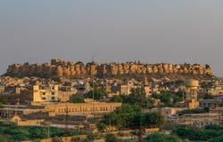 Между Нью-Дели и Пакистаном, desertic зоной известной своих замков, своих красочных людей, и изощренных stepwells стоковые изображения rf