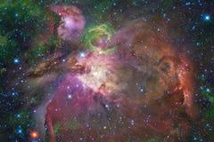 Межзвёздные облака и много звезд в космическом пространстве r стоковая фотография rf