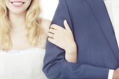 Межрасовая свадьба пар Стоковое Изображение