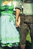 Межрасовые пары на Oktoberfest Стоковые Изображения RF