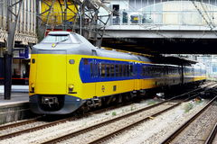 Междугородный на железнодорожной станции Utrecht, Голландии, Нидерландах Стоковые Изображения RF