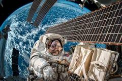 Международная космическая станция и астронавт Стоковые Изображения
