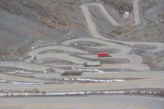 Международная дорога с много switchbacks  Стоковая Фотография