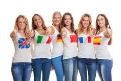 Международные девушки с флагами на футболках Стоковая Фотография