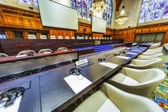 Международные стулья зала судебных заседаний и партий стоковое изображение rf