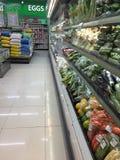 Междурядье Гонконг супермаркета стоковые фото