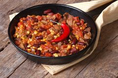 Мексиканская еда carne жулика chili в сковороде Стоковая Фотография